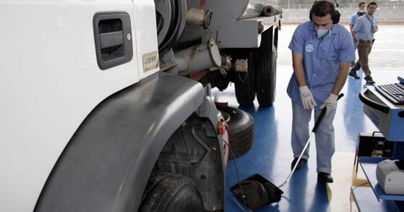 Inspeção dos veículos movidos a diesel - Foto: Luiz Guadagnoli/Secom