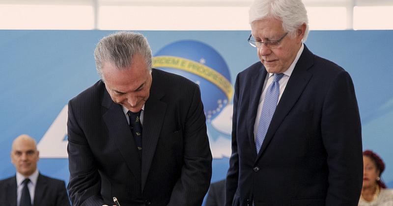 O presidente Michel Temer em cerimônia de posse de Moreira Franco, investigado na Operação Lava Jato, como ministro - Foto: Divulgação/Palácio do Planalto