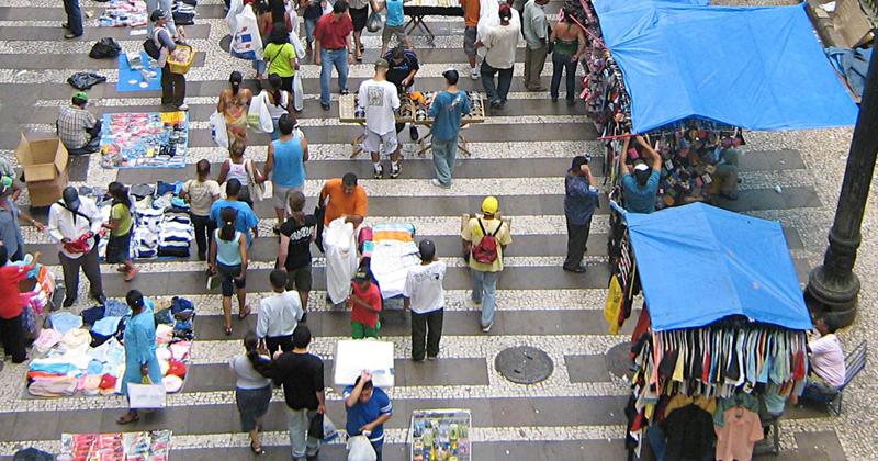 Alcançar emprego pleno e produtivo até 2010: cidadania não poderá depender tanto do emprego -Foto: Marcos Santos/USP Imagens