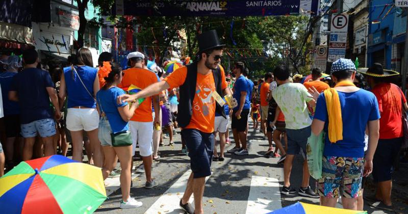 Bloco de carnaval paulista homenageia a cultura Pernambucana, na rua da Consolação - Foto: Rovena Rosa/Agência Brasil