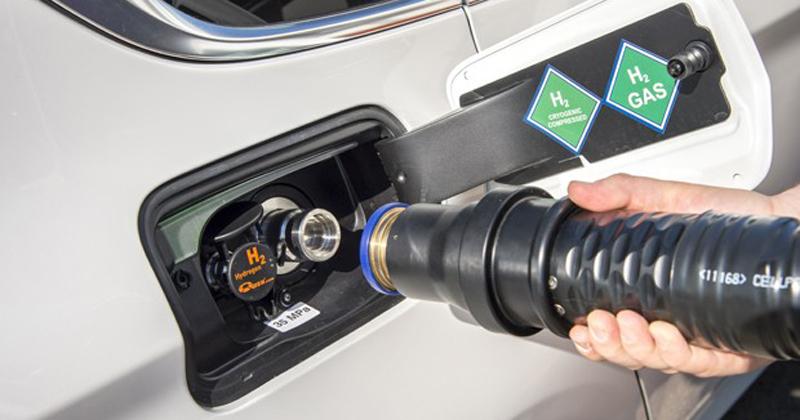 Veículo sendo abastecido com célula de hidrogênio - Foto: Divulgação