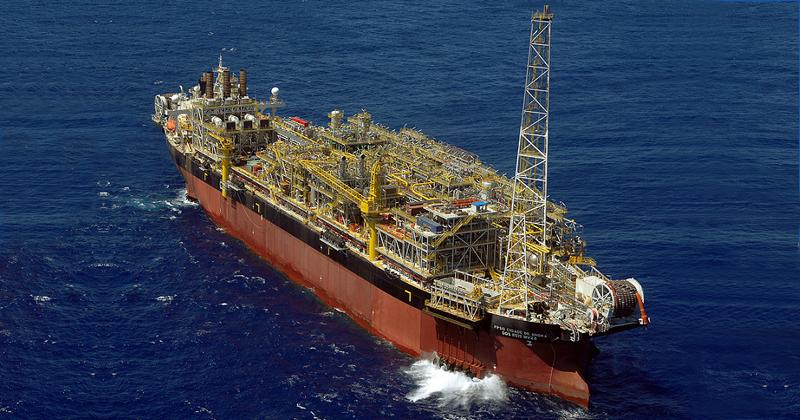 Navio-plataforma em Angra dos Reis - Foto: Programa de Aceleração do Crescimento (PAC) via Visual Hunt