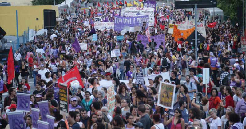 No Dia Internacional da Mulher, manifestação se posiciona contra as reformas da Previdência, trabalhista e violência contra a mulher, no centro de São Paulo - Foto: Paulo Pinto/AGPT via Fotos Públicas