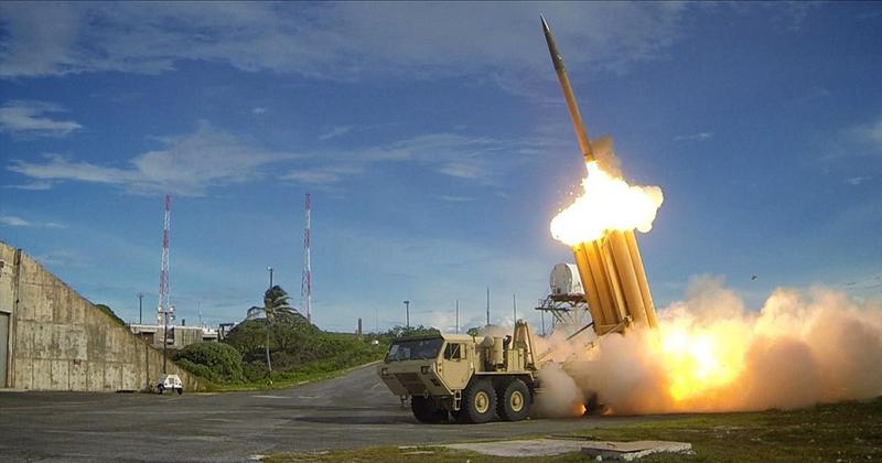 O THAAD, sistema de mísseis antibalísticos, em operação em maio de 2013 - Foto: Wikimedia Commons