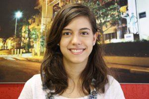 Clara Maria Gonçalves de Faria, pesquisadora do Grupo de Óptica do IFSC - Foto: Divulgação/IFSC