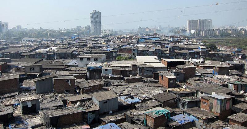Favela Dharavi, em Mumbai, Índia, uma das maiores do mundo - Foto: Wikimedia Commons
