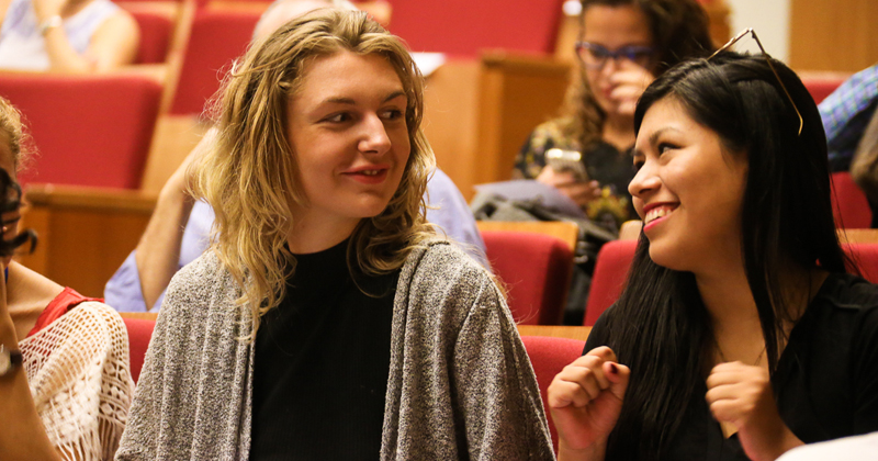 As intercambistas Marthe Lüebbers e Brenda Maybee Sanchez estudam no Instituto de Psicologia (IP) - Foto: Cecília Bastos/USP Imagens