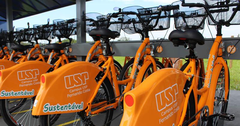 O posto de bicicletas próximo ao portão principal do campus Fernando Costa já está instalado – Foto: Divulgação