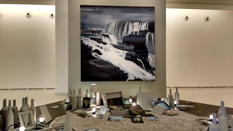 Alan Fontes: instalação lembra as Cataratas de Foz do Iguaçu – Foto Divulgação