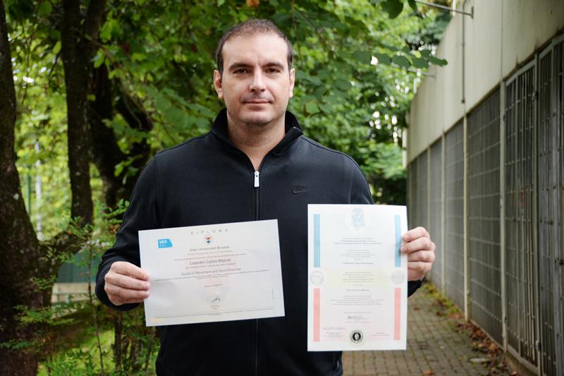 A primeira dupla-titulação concedida por meio de convênio entre a Escola de Educação Física e Esporte da Universidade de São Paulo e a Vrije Universiteit Brussel (Bélgica) foi expedida no início deste ano ao pesquisador Leandro Mazzei
