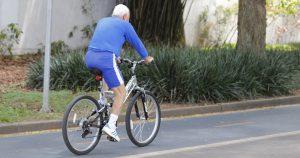 Evitar exposição ao coronavírus não deve privar idosos de rotina