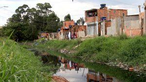 Moradores do Jardim Pantanal se adaptam às enchentes e convivem com incertezas