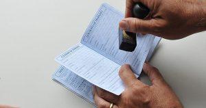 Contratação com carteira assinada perde fôlego em 2018