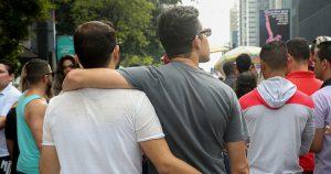 Casais homossexuais longevos adotaram estratégias para sobreviver às normas heterossexuais