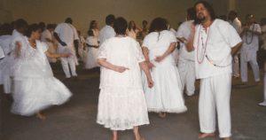 Música facilita entrega do médium no rito umbandista
