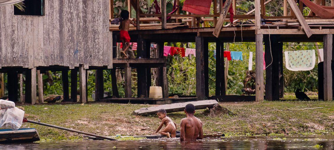 Cerca de 57 famílias vivem nas margens do Rio Croa, em Cruzeiro do Sul - Foto: Cecília Bastos/USP Imagens