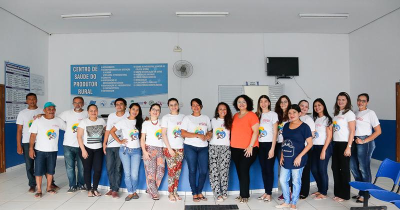 Equipe do MINA-Brasil que esteve em Cruzeiro do Sul, no Acre, em abril de 2018, para realizar mais uma etapa do estudo. A pesquisadora Ana Damasceno é a segunda da direita para a esquerda. Esse estudo é coordenado pela professora da FSP, Marly Cardoso (ao centro, com colar vermelho) - Foto: Cecília Bastos/USP Imagens