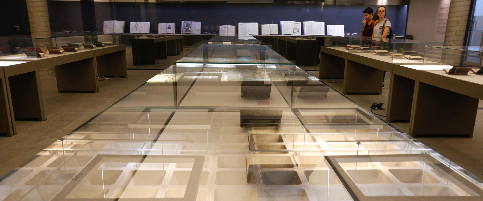 Exposição destaca edições raras de Machado de Assis