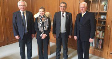 Reitor assina convênio e discute projetos com universidades da Alemanha