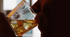 Álcool é a droga psicoativa que mais causa dano social