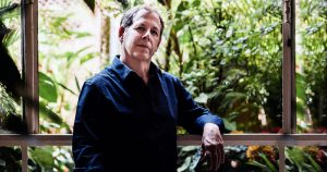 Fábio Caramuru lança álbum em que dialoga com os pássaros