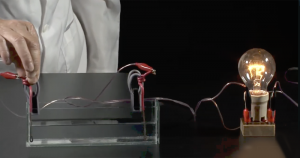 Físicos da USP oferecem aulas práticas em canais do YouTube