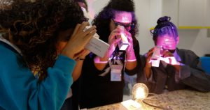 """Na USP, alunas do ensino fundamental podem """"mergulhar"""" na ciência"""