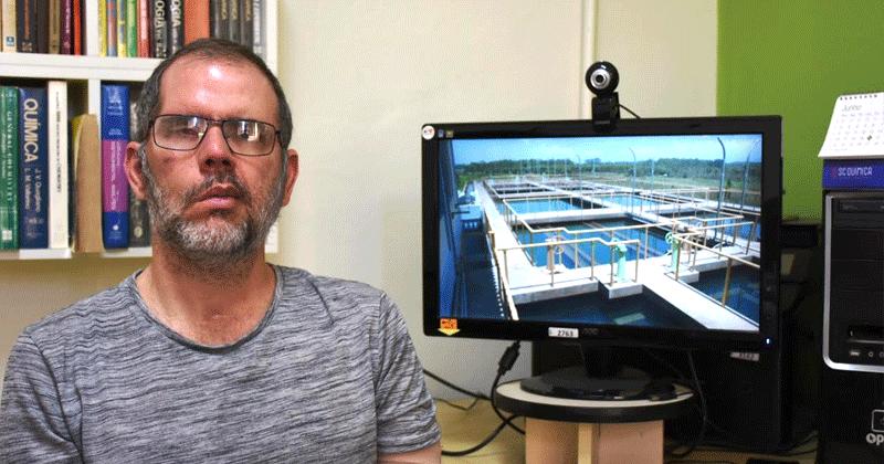 Professor Eduardo Bessa Azevedo coordena o Laboratório de Desenvolvimento de Tecnologias Ambientais do IQSC – Foto: Henrique Fontes/IQSC
