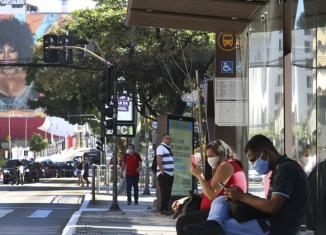 A preocupação com a taxa de habitantes em isolamento social preocupa no Brasil - Imagem: Rovena Rosa/Agência Brasil