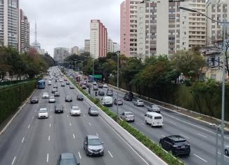 Trânsito de carros na cidade de São Paulo - Imagem: Pixabay