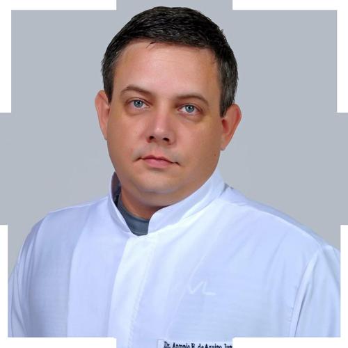 Professor Antônio Aquino, um dos pesquisadores da USP envolvidos no projeto que testou novo tratamento para pacientes com Parkinson.