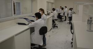 Pesquisa investiga os fatores genéticos associados aos casos mais graves de covid-19