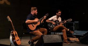 Duo de viola caipira apresenta variações do instrumento