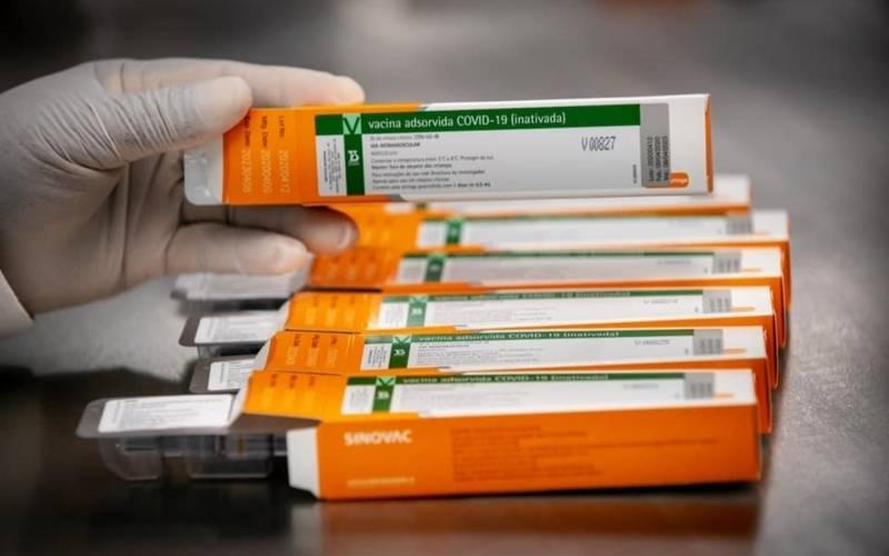 """A melhor vacina é a que está disponível mais rápido e que pode vacinar mais  gente"""" – Jornal da USP"""