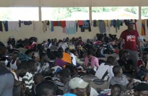 Imigrantes haitianos abrigados em alojamento improvisado em Brasileia, no Acre, em 2014 - Foto: Luciano Pontes/Secom - Fotos Públicas