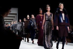 História da moda é tema de lançamento no Portal de Livros Abertos da USP