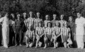 Mulheres passaram 40 anos proibidas por lei de jogar futebol no Brasil