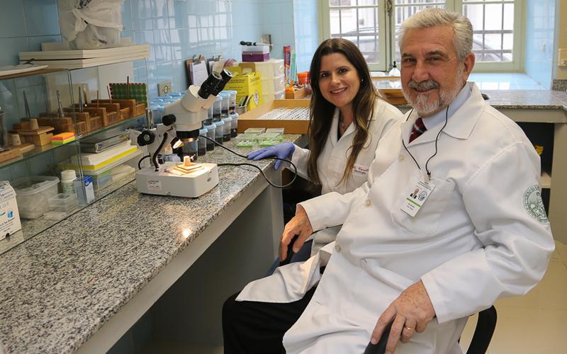 Daniel Munoz e Maria Luiza Cavallari, da Faculdade de Medicina - Foto: Cecília Bastos/USP Imagens