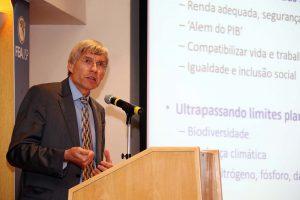 Peter Poschen, diretor da OIT, falou que é possível investir em crescimento econômico e sustentabilidade