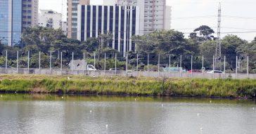 """Prefeitura entrega primeira etapa do """"muro"""" de vidro da Raia Olímpica"""