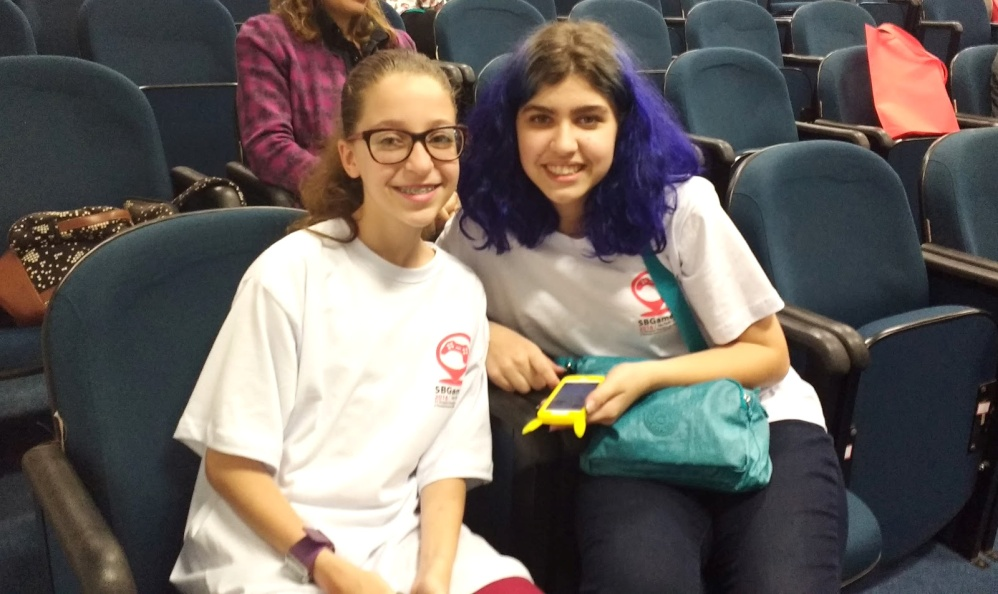 Mariana e Emanuele participaram da organização do SBGames Kids & Teen 2016. Foto: Helena Mega/Jornalismo Júnior