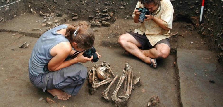 Arqueólogos trabalham em sítio na Amazônia. Foto: Laboratório de Arqueologia dos Trópicos da USP/Arquivo PAC