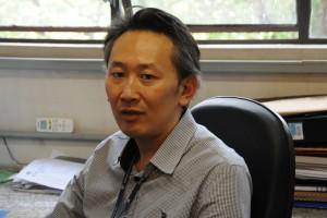 O professor Oswaldo Okamoto, do Instituto de Biociências da USP, estuda tumores do sistema nervoso central