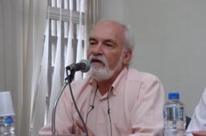 Para José Coelho Sobrinho, deve haver algo errado com a estrutura curricular