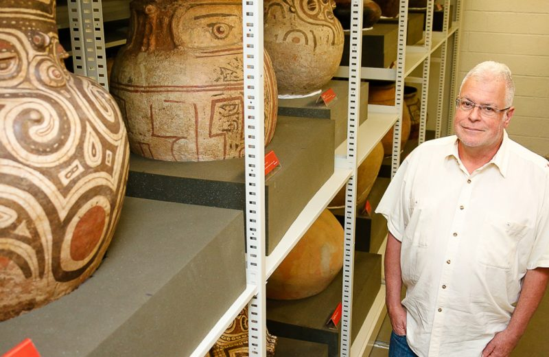 O diretor do Museu de Arqueologia e Etnologia Paulo Antonio DeBlasis - Foto: Cecília Bastos / USP Imagens