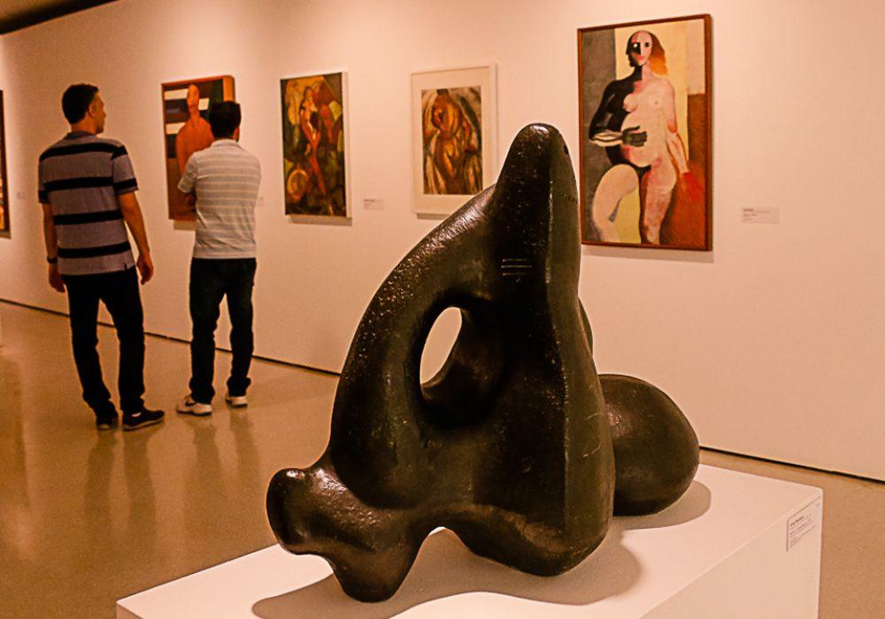 Índio e a Suasssupara (1951), escultura vencedora da primeira Bienal de São Paulo, em 1951 - Foto: Cecília Bastos / USP Imagens