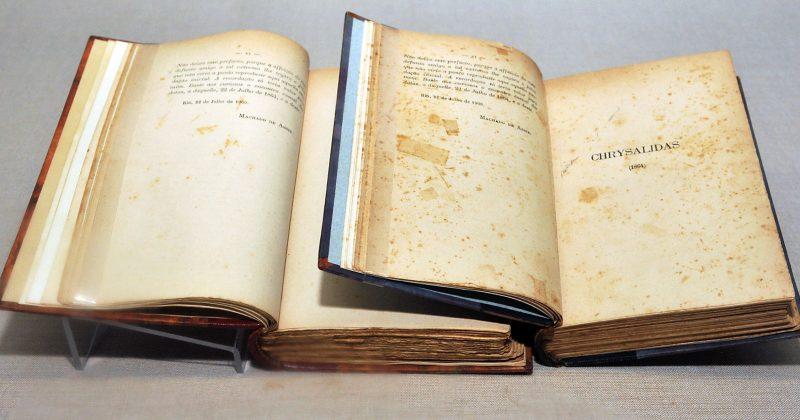 "Machado de Assis, ""Poesias Completas"" (1902) - Foto: Jorge Maruta/USP Imagens"