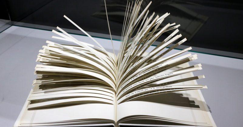 """Raymond Queneau, """"cent mille milliards de poèmes"""" (1973) - Foto: Marcos Santos/USP Imagens"""