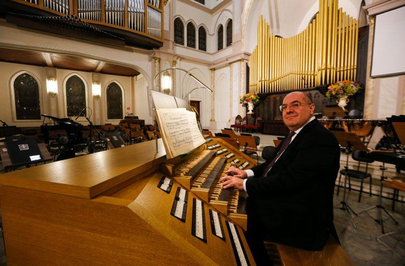 José Luís de Aquino (solista) durante o Concerto de Inauguração do órgão  - Foto: Cecília Bastos/USP Imagens