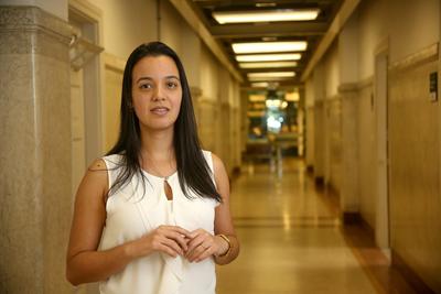 Renata Leite, pesquisadora da Universidade de São Paulo e Coordenadora do Laboratório de Fisiopatologia no Envelhecimento/Banco de Encéfalos Humanos do Grupo de Estudos em Envelhecimento Cerebral da Faculdade de Medicina da USP. | Foto Cecília Bastos